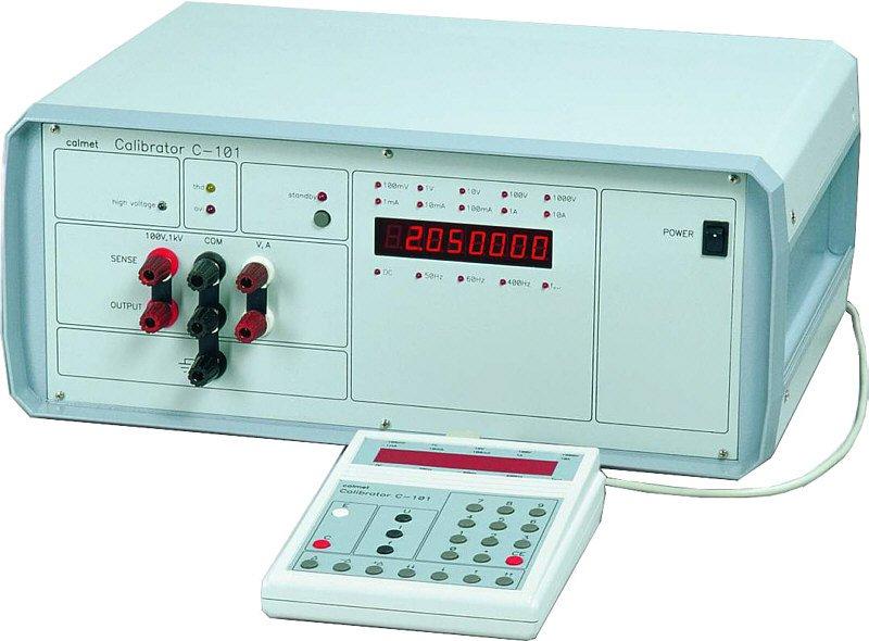 Kupić C101 Kalibrator uniwersalny napięć i prądów stałych oraz przemiennych