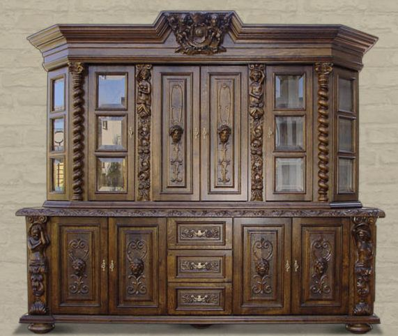 Dębowe meble stylowe rzeźbione.  Sculptured furniture made of oak-tree.