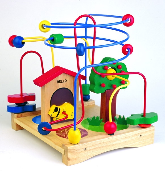 Kupić XSA-95175. Labirynt z pieskiem. Przemieszczanie po kilku stalowych prętach kolorowych elementów drewnianych o różnych kształtach i konieczność ich wzajemnego dopasowania podczas przesuwania. Cenione przez dzieci i rodziców