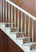 Kupić Poręcze do schodów wykonane z drewna.