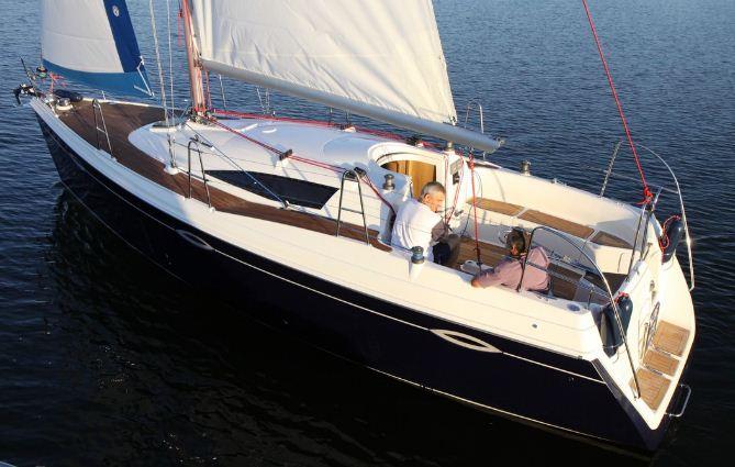 Kupić Ślepsk S-950, luksusowy jacht o długości 9,5m z silnikiem stacjonarnym 21KM.