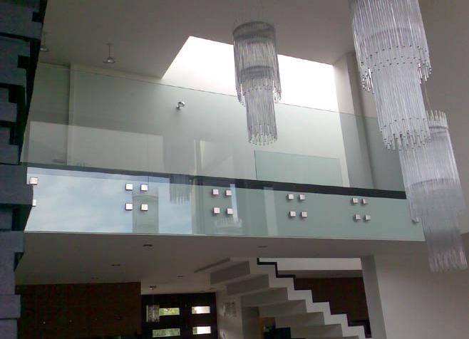 Kupić Szklana elewacja wnętrza