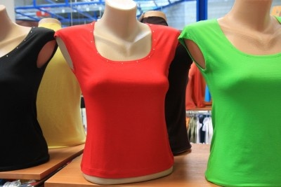 Kupić Bluzka karo z kamieniami lekko zakrywająca ramię , wiskoza i lycra rozmiary 36-52 eur. 80 kolorów