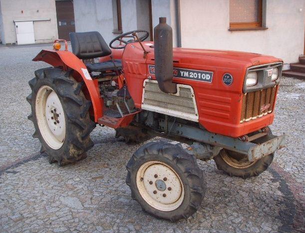 Kupić Yanmar YM 2010, mały i silny traktor z napędem 4X4