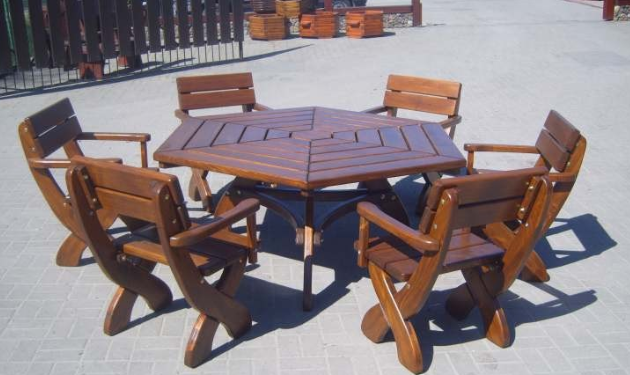 Kupić Meble ogrodowe z wysokiej jakości drewna.