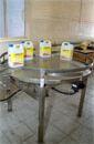 """Kupić """"NS Automatyka"""" produkuje wysokiej jakości stoły obrotowe stanowiące idealne zakończenie dla linii rozlewczych."""