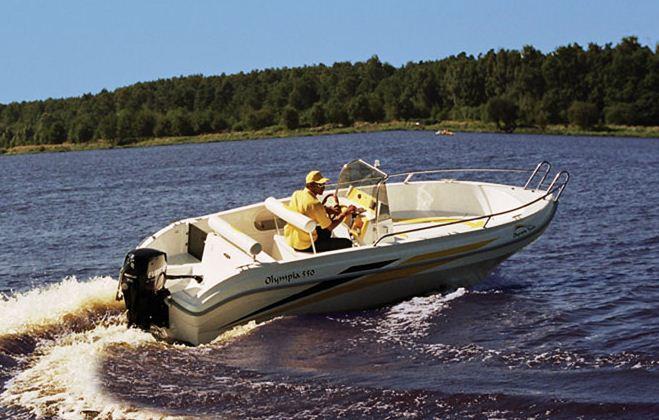 Kupić Olympia 550 open jest otwartą łodzią motorową znakomitą dla tych, którzy preferują aktywny relaks na wodzie podczas rejsów wodnych, wędkowania czy uprawiania narciarstwa wodnego.