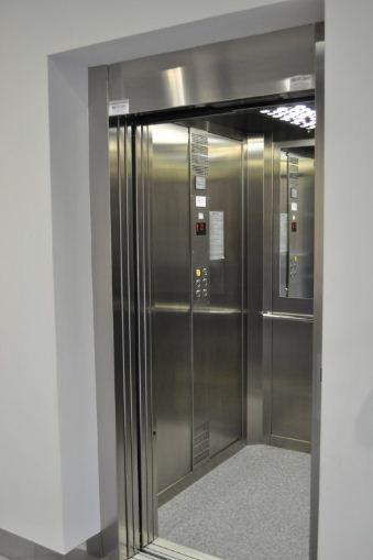 Kupić Dźwigi (windy) z możliwością przewozu osób