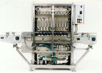 Kupić Liniowa napełniarka ciśnieniowa służy do automatycznego napełniania butelek nagazowanymi płynami typu woda mineralna, soki, mleko, napoje alkoholowe. Przy efektywnym ciśnieniu rozlewu w granicach 0,14 MPa urządzenie jest dostosowane do płynów gęstych np.