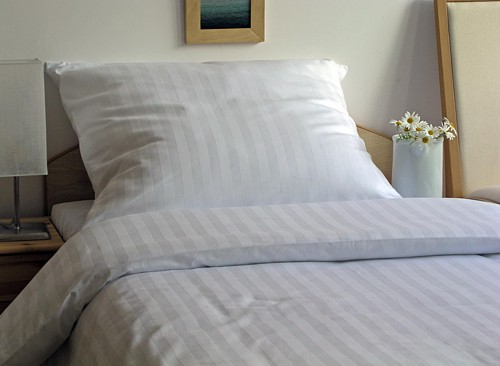 Kupić Komplet pościeli hotelowej w delikatny prązkowany wzór 160x200cm