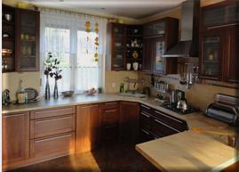 Kupić Meble kuchenne z drewna naturalnego