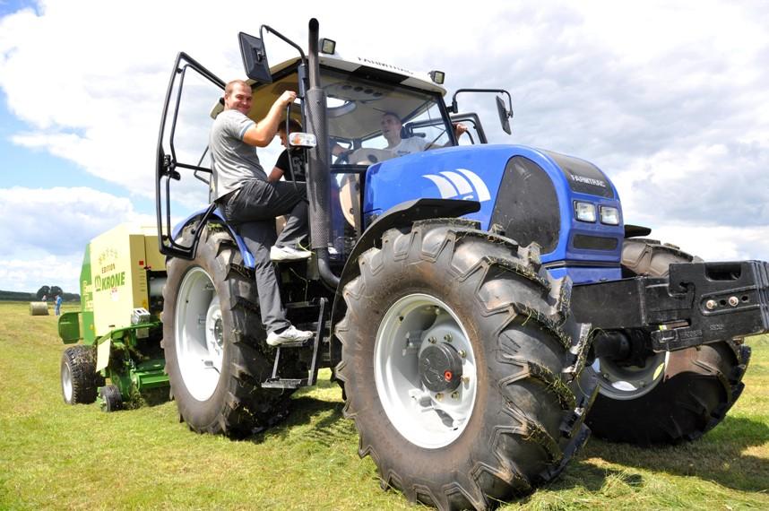 Kupić Ciągnik rolniczy Farmtrac 7110DT