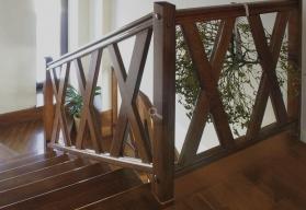 Kupić Balustrady drewniane dla schodów