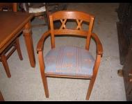 Kupić Krzesła drewniane.