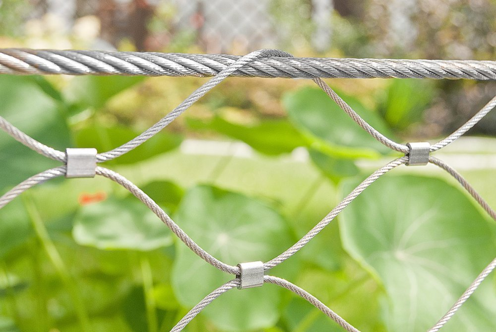 Mesh made of stainless steel rope