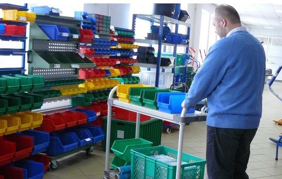 Pojemniki warsztatowe plastikowe do przechowywania drobnych elementów