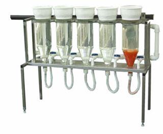 Kupić Słoje Weissa wykonane ze szkła i laminatu o pojemności ok. 8 litrów, osadzone na nierdzewnym stojaku. Wychodząc naprzeciw Państwa oczekiwaniom proponujemy Weissy w zestawach.