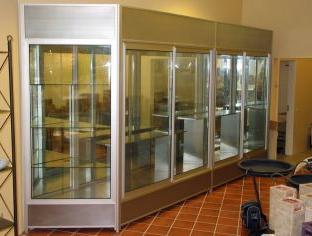 Kupić Niestandardowe gabloty ekspozycyjne i informacyjne wykonane z profili aluminiowych lakierowanych lub satynowanych