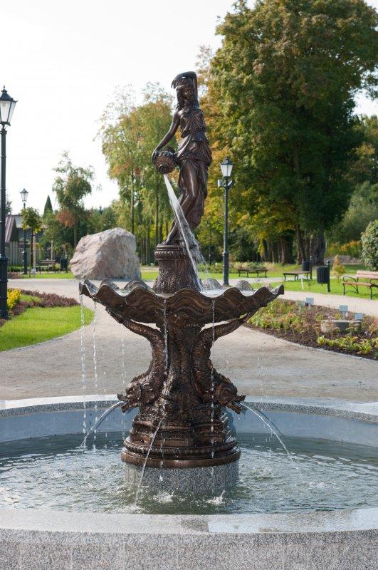 Kupić Frontanna z brązu Kobieta z dzbanem 230cm, fontanna z brązu do extra pomieszczeń, biur, holi, hoteli