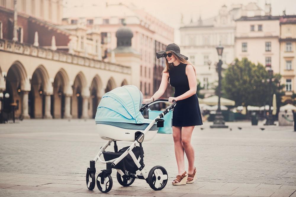 Kupić Wózek wielofunkcyjny Mila . Spacerówka + Gondolka + fotelik samochodowy + torba.