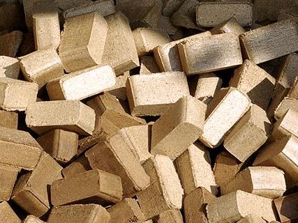 Kupić Brykiet RUF produkcji polskiej z mieszanki drewna liściastego i iglastego.