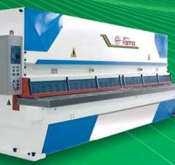 Kupić Gilotyny hydrauliczne włoskiej firmy Farina z wizualizacją cięcia i dociskami hydraulicznymi na całej szerokości stołu roboczego