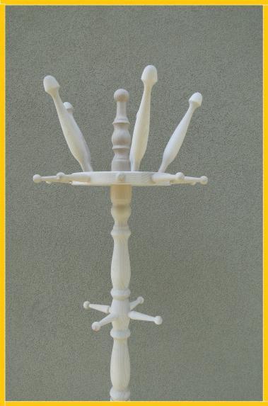 Kupić Wieszak wykonany z drewna w kolorze białym.