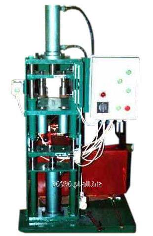 Kupić Profesjonalna maszyna hydrauliczna do wyrobu wyprasek parafinowych, dwugniazdowa, z możliwościa prasowania w średnicach ø45 i ø55 do wysokości wypraski 8,5 cm.