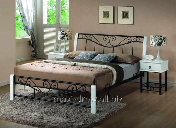 Eleganckie łóżko Riza z metalu łączonego z elementami z białego drewna. Szerokość 160cm, stelaż w komplecie
