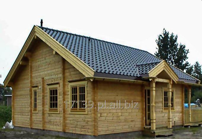 Stawianie domów drewnianych z bali.