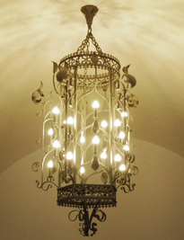Kupić Ręcznie wykonany bogaty żyrandol w stylu zamkowym.