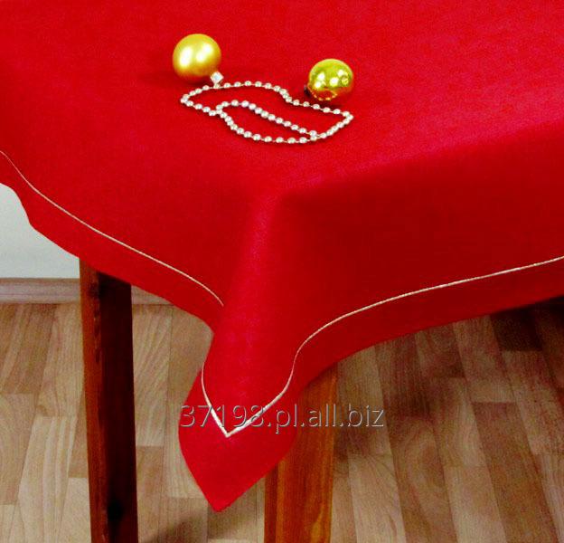 Kupić Obrus w kolorze czerwonym wykończony plisą o szerokości 4 cm, ozdobiony wzdłuż plisy bizą w kolorze metalicznego złota.