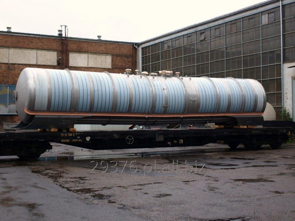 Kupić Zbiorniki cystern chemicznych do transportu ciekłych chemikaliów wykonane, w zależności od transportowanego medium, ze stali węglowej, lub austenitycznej , zbiorniki mogą być gumowane lub ogrzewane.