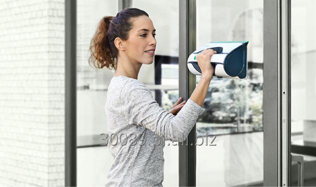Kupić Myjka akumulatorowa Vorwerk Kobold VG100 do mycia szyb i okien która zwilża mytą powierzchnię i ściąga z niej brud.