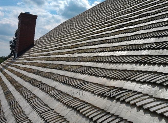 Wykończenie altanek dachem z wióra osikowego lub strzechą.