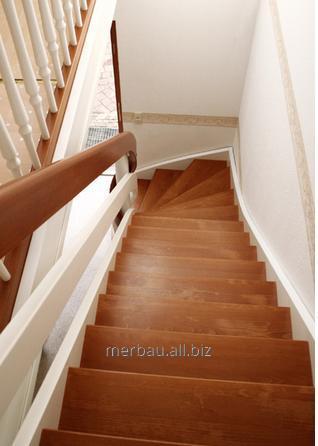 Kupić Schody drewniane klasyczne, nowoczesne, gięte, kręcone, spiralne, dywanowe i na wylewce betonowej, z dębu, buku i drewna egzotycznego merbau, dopasowane do charakteru wnętrza.