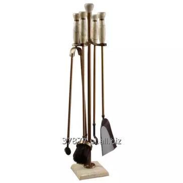 Kupić Zestaw kominkowy na podstawie marmurowej W zestawie: łopatka, zmiotka, pogrzebacz, szczypce.