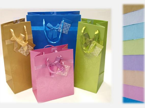 """Kupić Torebka prezentowa, laminat mat, wstążka, kolory Pantonowe, wzór tłoczony na gorąco, zawieszka """"J"""", 157 g/m2."""