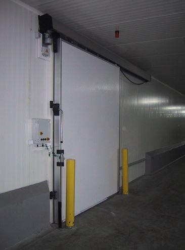 Kupić Drzwi mroźnicze przesuwne wyposażone w zamek z funkcją bezpiecznego wyjścia