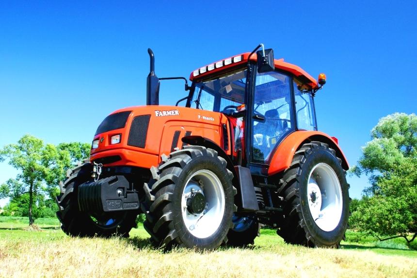 Farmer F-8244 C2 Ciągnik