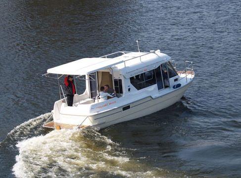 Kupić Sun Camper 30. Luksusowy jacht kabinowy z silnikiem stacjonarnym o długości 9,5m