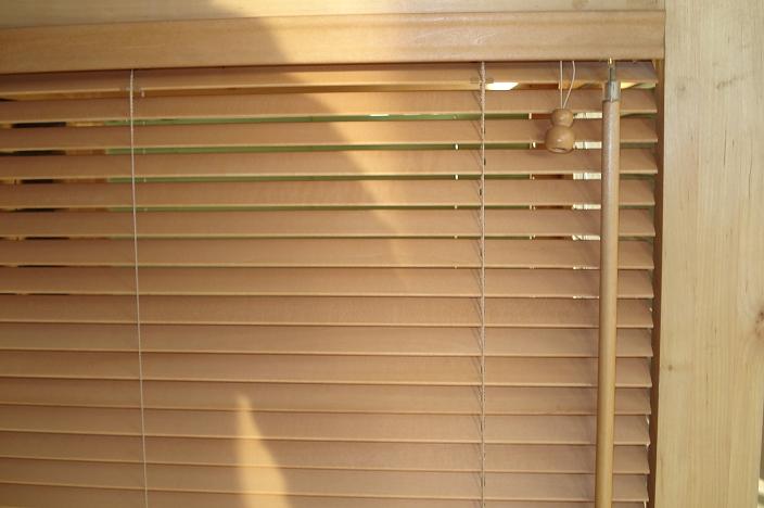 Kupić Żaluzja drewniana 50 mm standard z obsługą elektryczną