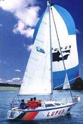 Lupus, jacht balastowo-mieczowy z silnikiem o długości 7,56m.