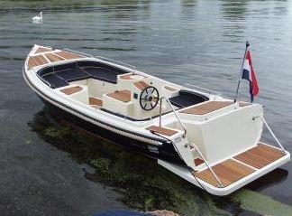 Marion 710 Classic o długości 7,1m, sześcioosobowa z silnikiem 20KM.