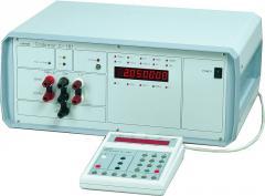 C101 Kalibrator uniwersalny napięć i prądów stałych oraz przemiennych
