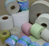 Wielowarstwowy papier toaletowy. Papier z makulatury.