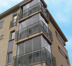 Zabudowy balkonów bezramowe i ramowe oraz zabudowy tarasów.