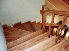Schody z drewna litego
