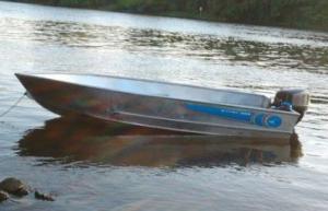 Wytrzymała łódka, szybka i komfortowa, idealna do