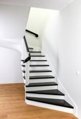 Klasyczne i eleganckie schody na wylewce betonowej